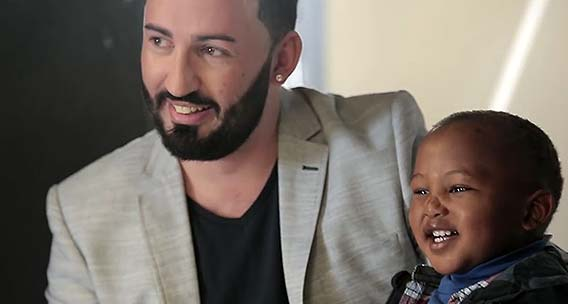Gay-dad-and-his-son-featured-in-Jet-Stores-diversity-campaign-02