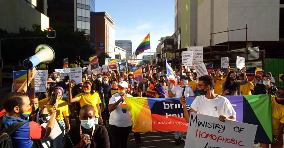 Demonstrators demanded that the same-sex family be reunited